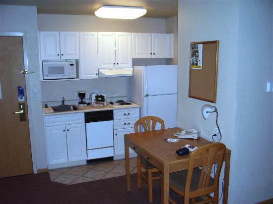 Quality Inn & Suites at Metro Center: mainstay Phoenix metro-centre kitchenette view