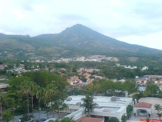 Crowne Plaza Hotel San Salvador: Overlooking the volcano