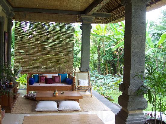 Alam Shanti: Porch area
