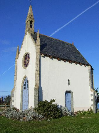 Brittany, França: Beautiful church on the sea