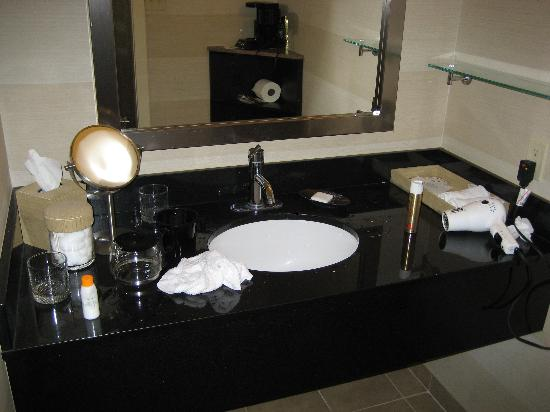 Hotel Angeleno : counter top
