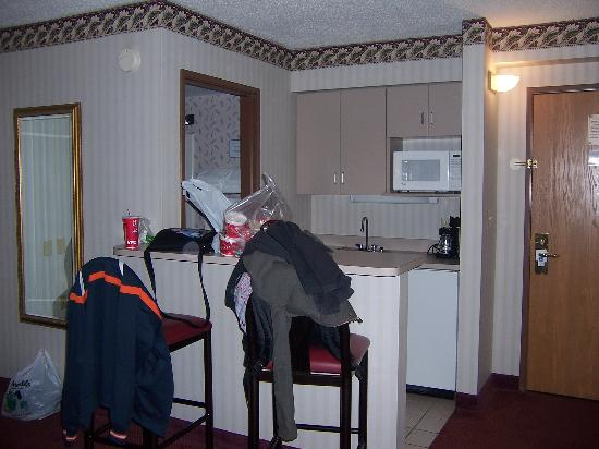 Comfort Inn: eating area, bathroom just beyond it