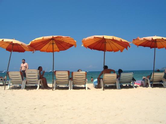Royal Phawadee Village : Beach chairs - 100 THB for the day