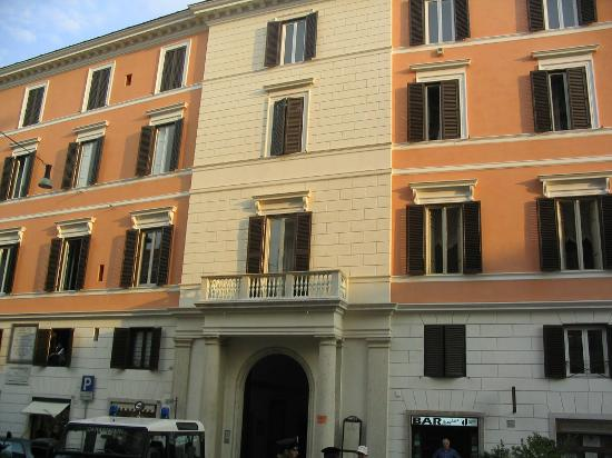 Hotel Fontanella Borghese: External view
