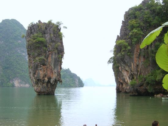 Ao Phang Nga National Park, Tayland: The Famous Limstone Pillar jetting out of the water