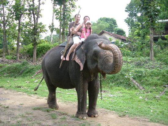 Heritance Ahungalla: Riding an elephant