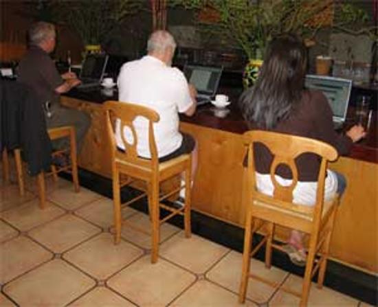 Center Street Grill: Wireless Internet Coffee Bar