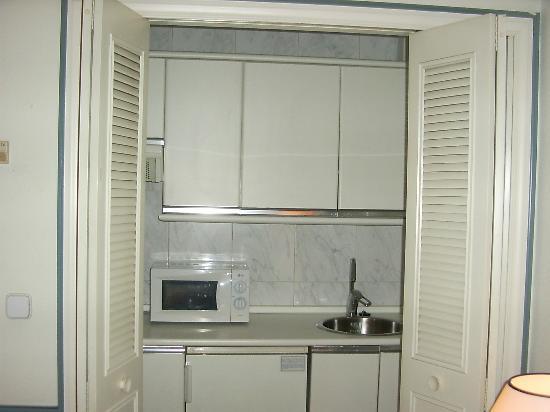 Mini cocina fotograf a de espahotel gran v a madrid - Hoteles con cocina en madrid ...
