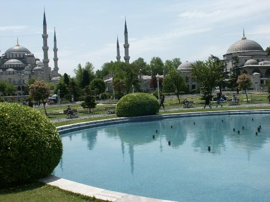 Blaue Moschee (Sultan-Ahmed-Moschee): Beautiful active mosque you visit