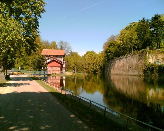 Hotel Escurial : take a walk by the river