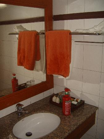 Royal Phawadee Village: Sink is in shower area...towels replaced daily