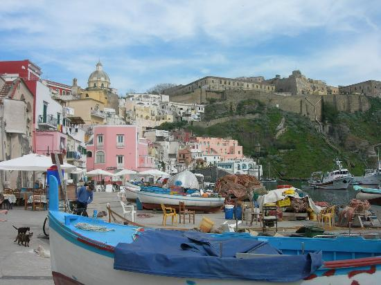 Procida, Italie : Corricella. Known from