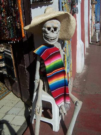 Greeter at Valladolid, Yucatan storefront
