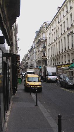 Hotel de Varenne : Street out front