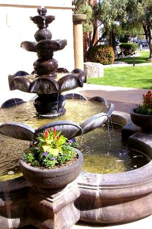 Four Points by Sheraton Tucson Airport: Lovely fountain at Las Brisas Hotel