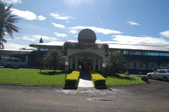 Fiji Gateway Hotel: Front of the Hotel