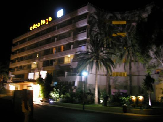 Viva Eden Lago: hotel at night