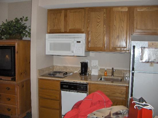 Homewood Suites Alexandria: Kitchen Area