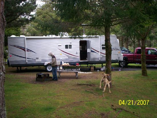 RV Resort at Cannon Beach : our camp!!! our dog flying!