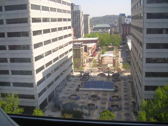Crowne Plaza Knoxville Downtown University: View of Market Square 12th floor club level