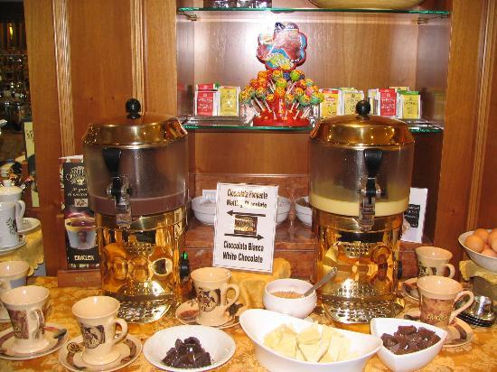 Lugano Dante Center Swiss Quality Hotel: Hot chocolate on tap