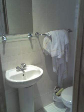 Seven Dials Hotel: the bathroom