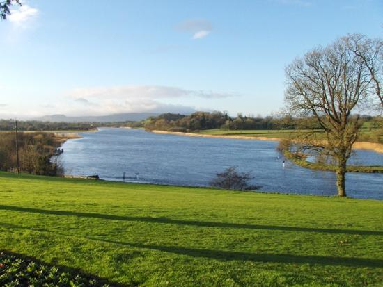 Killyhevlin Lakeside Hotel & Lodges: Looking out to the Lough