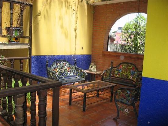 Posada Aguila Real: Sitting area outside our room