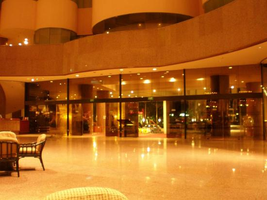 Hotel Foyer Images : Hotel foyer at night picture of holiday inn singapore