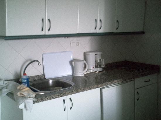 Aquacanis Apartments: the kitchen