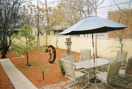 Chapelle Street Casitas: The Patio