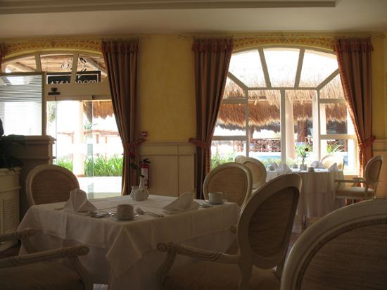 Excellence Riviera Cancun: Breakfast dining