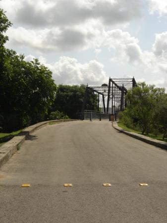 Faust Street Bridge: Bridge approach, Town side