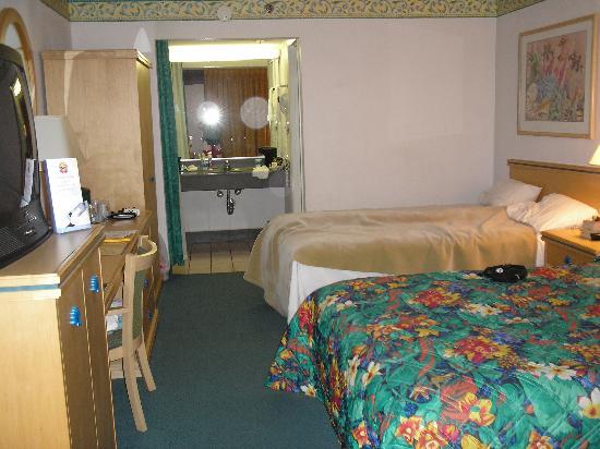 Picture Of Maingate Lakeside Resort