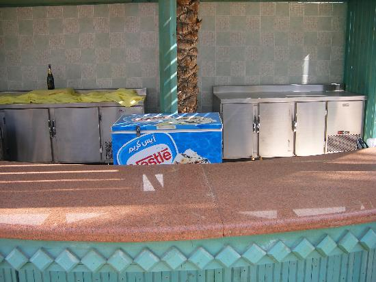 Falcon Hills Hotel: Poolside Bar at 4.10pm