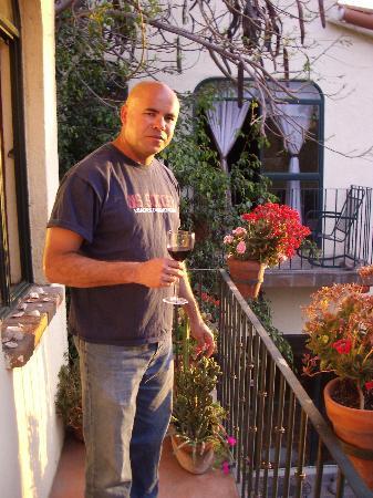 Casa Tuscany Inn: Sunset on the Verandah