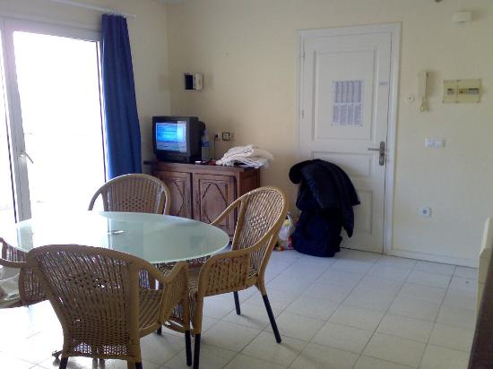 Maurici Park : Main living area and TV