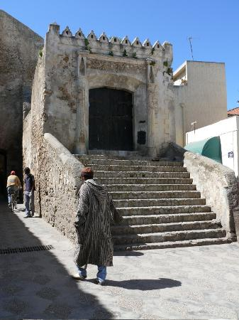 Asilah, Marokko: Old building inside the medina