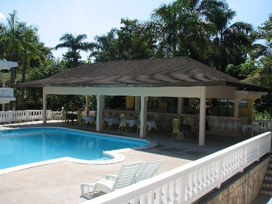 The Gardenia Resort : the poolside bar
