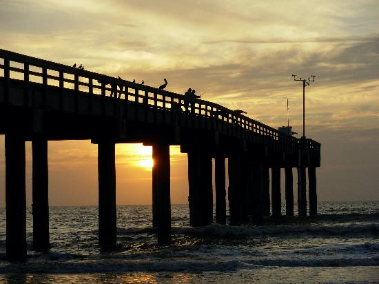 Super 8 St. Augustine Beach: Fishing at Sunrise on the Pier