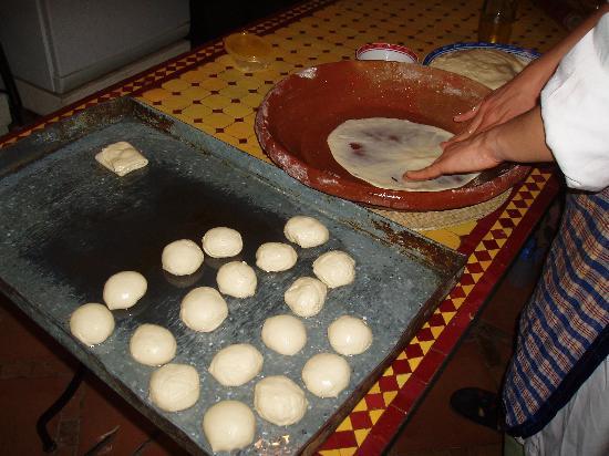 Riad Fes Baraka: Preparacion de los fantasticos crepes marroquies