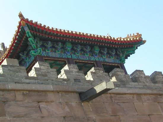 Temple of Universal Happiness (Pule si): Less animals in this roof detail: not so important a place
