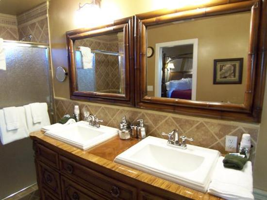 Honor Mansion, A Wine Country Resort : Double Sinks And Vanity Area With Everything You Need (Vineyard III)