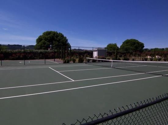 Honor Mansion, A Wine Country Resort: Full Tennis Court and A Half Basket Ball Court Behind It, Outside On The Mansion Grounds.