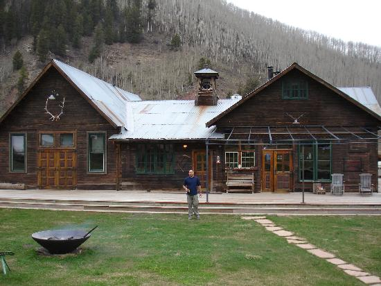 Dunton Hot Springs: Ed in front of the Lodge