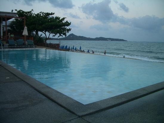 Infinity pool at the Lamai Wanta