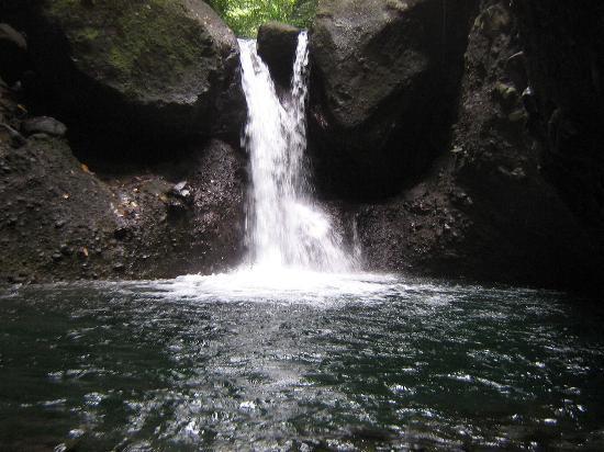 Leyte Island, ฟิลิปปินส์: Bakwitan Falls, Baybay, Leyte