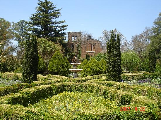 Barnsley Resort: manor house and garden
