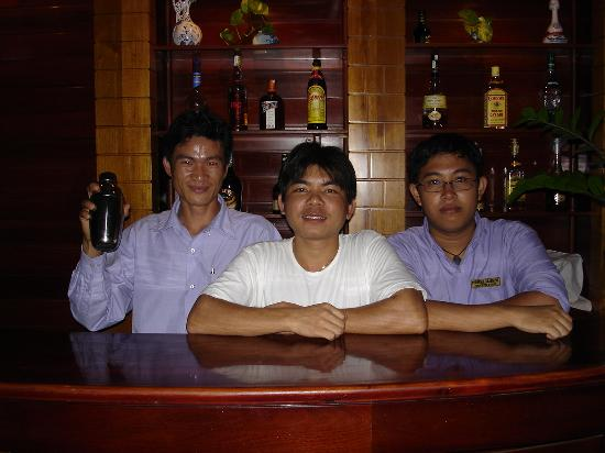 White Lion 2 Hotel: Friendly staff of Perfume Grass 2