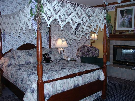 Innisfree Bed & Breakfast By-The-Lake Photo